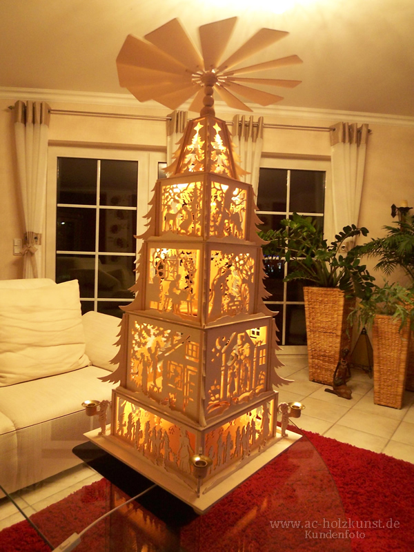 weihnachtspyramide m rchen mit innenbeleuchtung. Black Bedroom Furniture Sets. Home Design Ideas