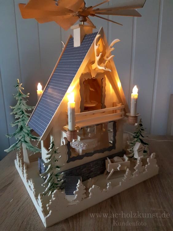 Waldhauspyramide mit Motor und LED